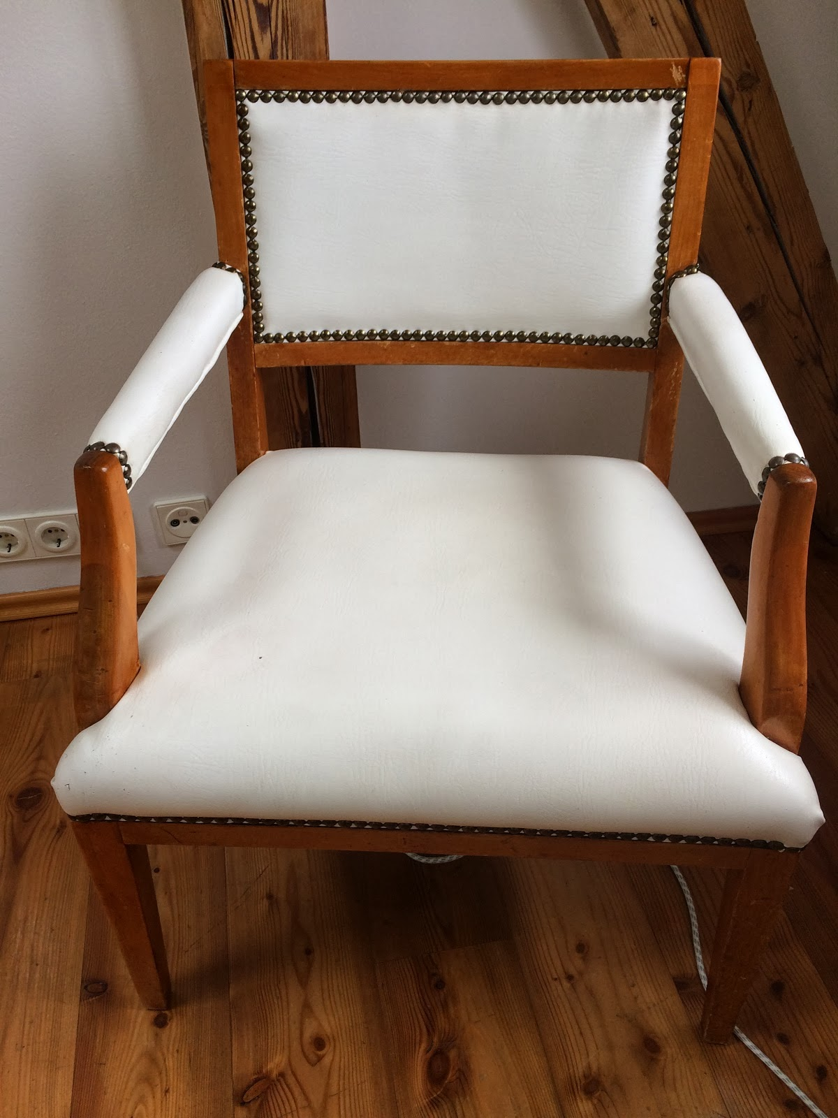 ein stuhl bekommt neue kleider. Black Bedroom Furniture Sets. Home Design Ideas