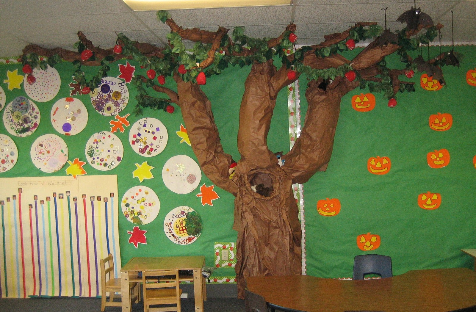 Teaching the little people apples on the tree for Apple tree classroom decoration