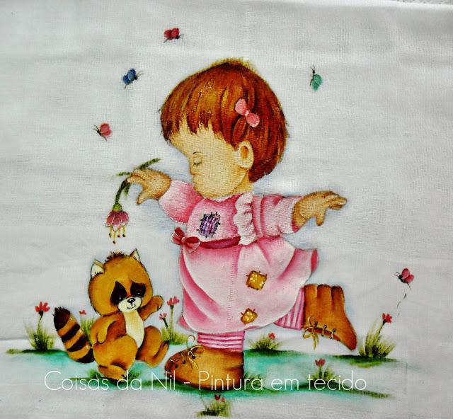 fralda pintada com menina e esquilo