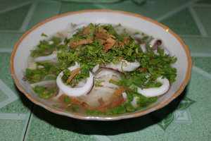 Phở mực (noodle soup with squid)