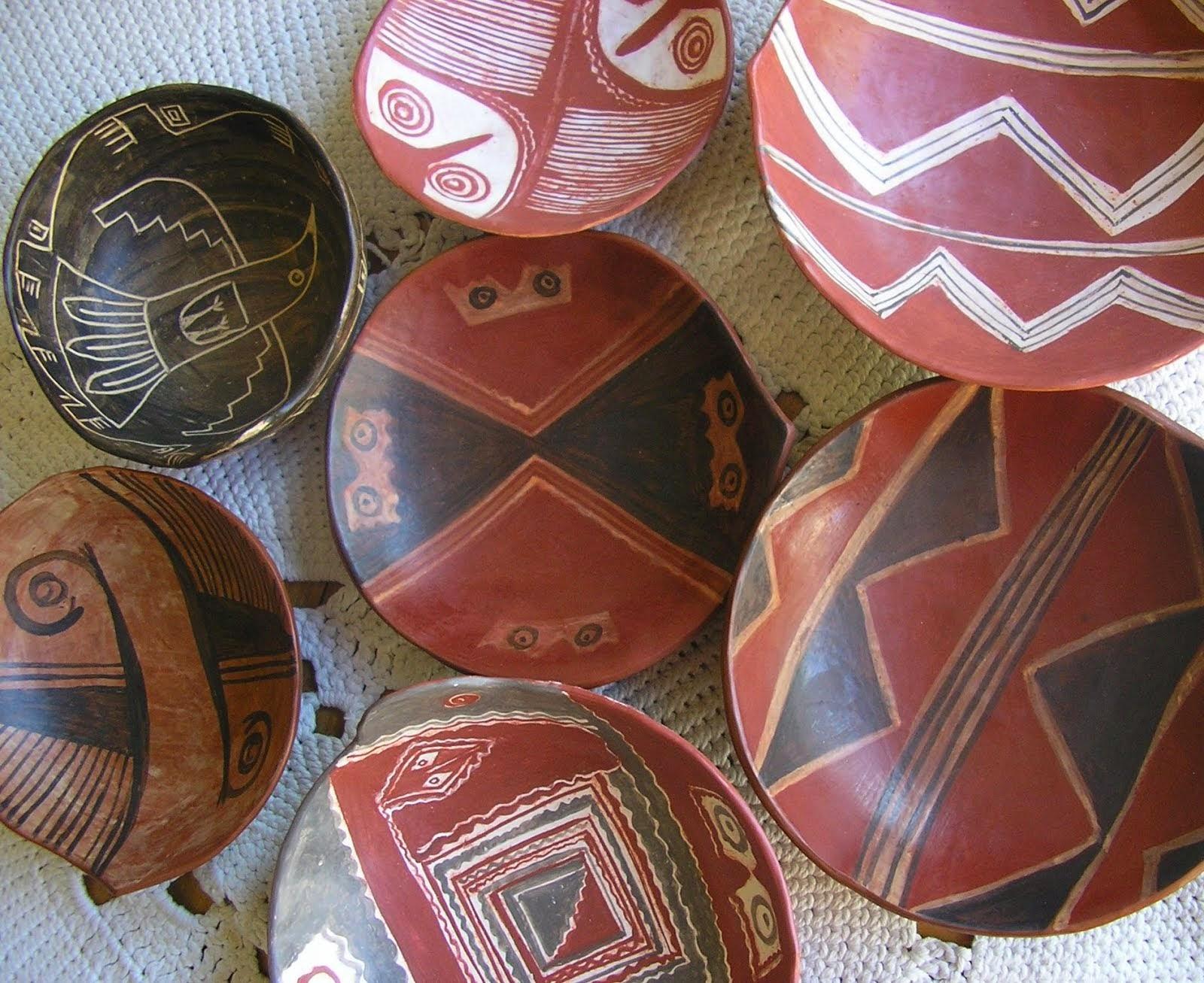 inspirada en la ceramica precolombina del  territoria de Santiago del Estero