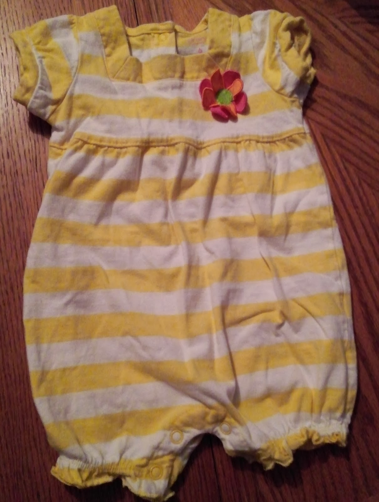 http://www.swapdom.com/item/0119596258112/carter-s-romper-size-6-months