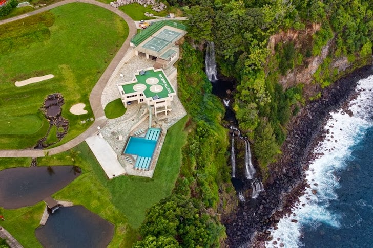 Impressive Waterfall House in Hawaii