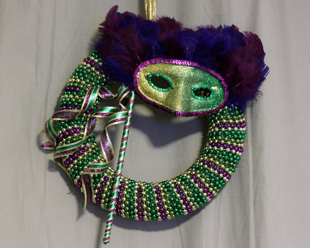 diy beaded mardi gras mask wreath