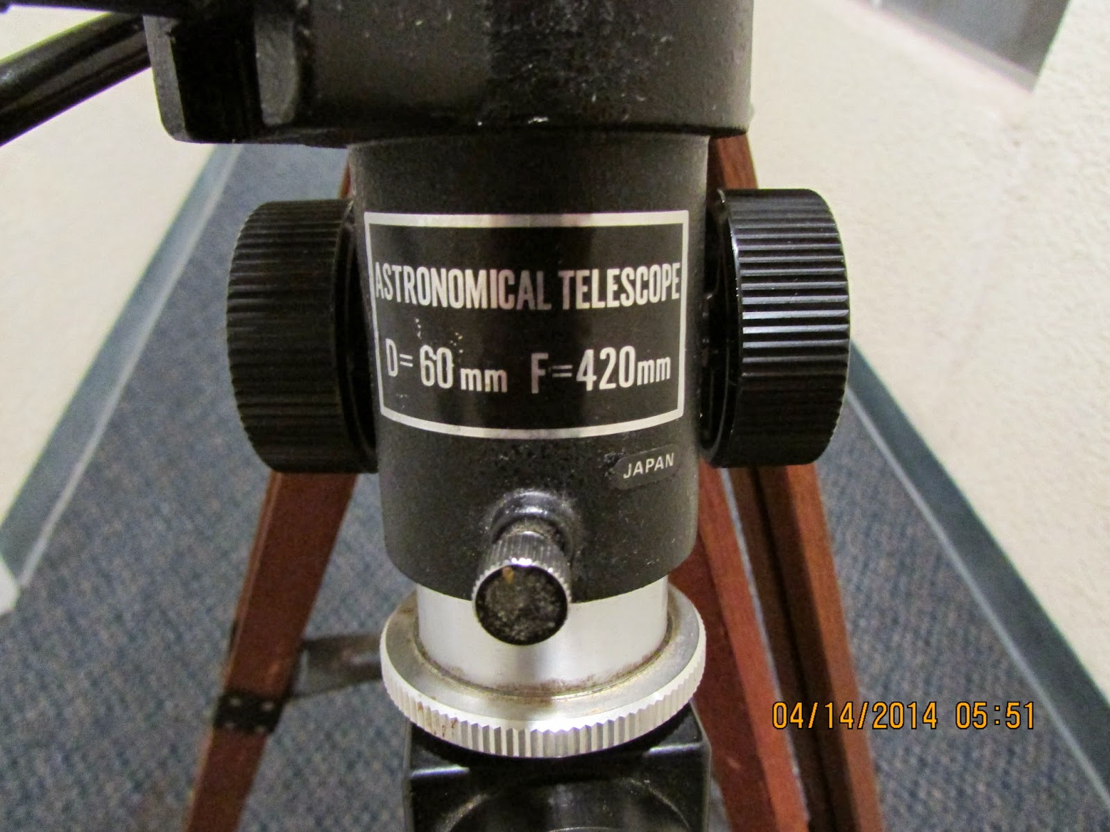 Darrenw astroblogger 2014 the focuser end showing the screw on metal thread for the prism diagonal geenschuldenfo Choice Image