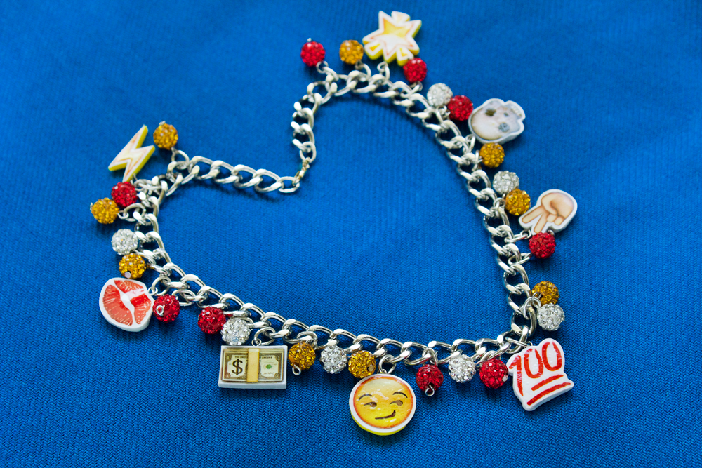 emoji necklace diy