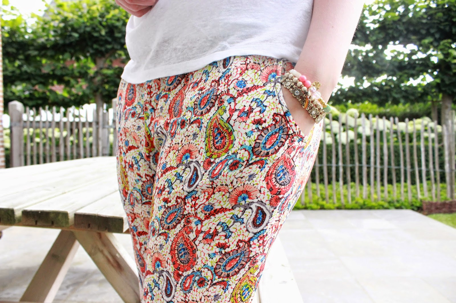 outfit printed pants