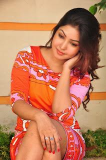 Actress Komal Jha Expose Thunder Thigh Photo Gallery