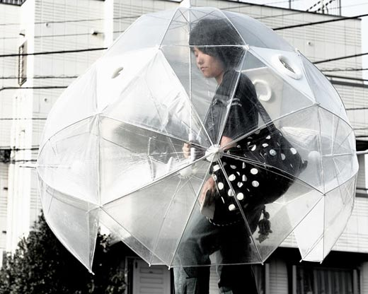 Criatividade, originalidade e ousadia em guarda-chuvas prontos para tempos de sol e chuva