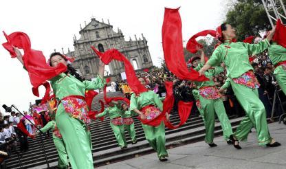 """""""Desfile por Macau, Cidade Latina"""" celebrou 12 anos de transferência da administração..."""
