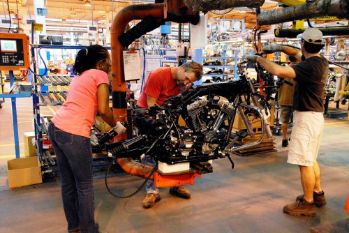 Big motor harley davidson steel toe tour of york factory for Motor city harley davidson hours