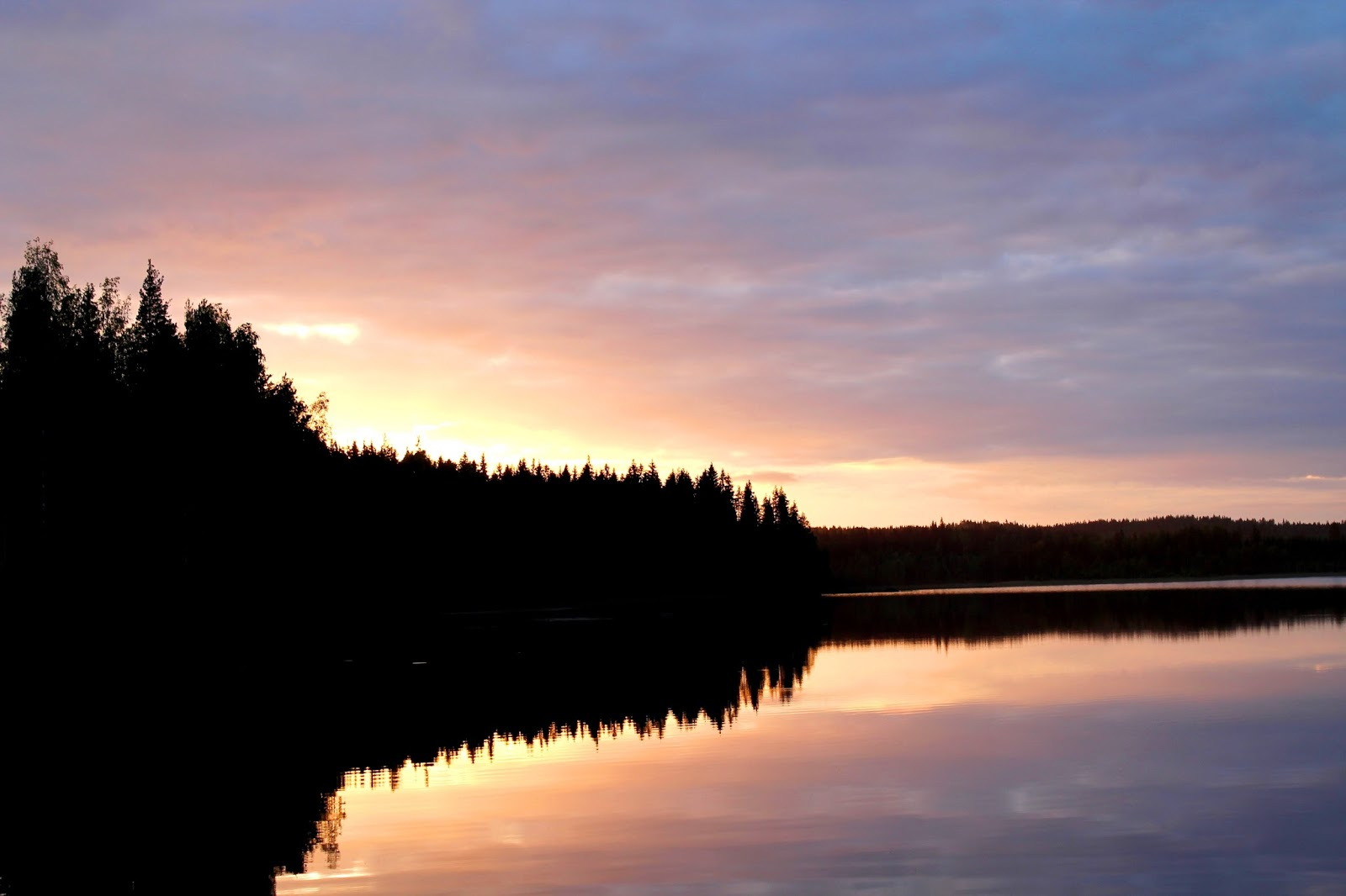 Sunset at lake Saimaa #visitfinland | Alinan kotona blog