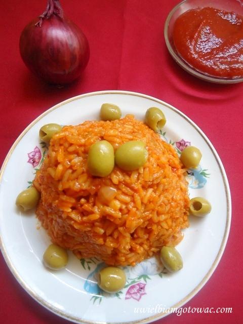 Czerwony ryż pomidorowy