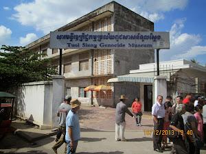 TUOL SLENG(S-21) Prison en trance gate.