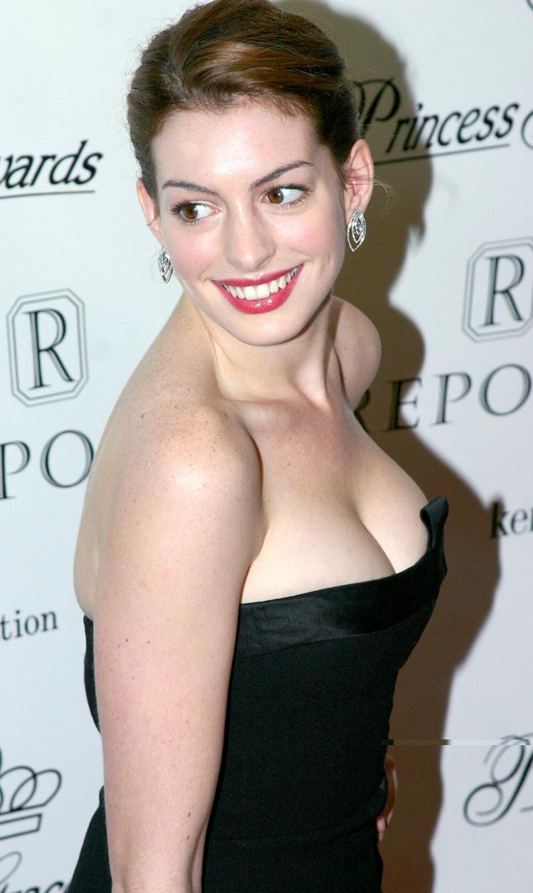 Anne Hathaway Hair 6