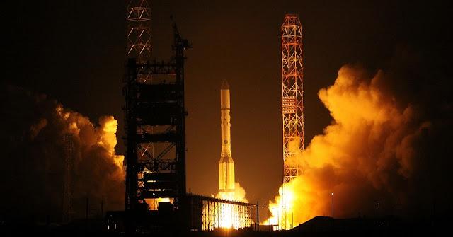 Proton-M rocket launches Express-AMU1 satellite on Dec. 25, 2015. Credit: ILS