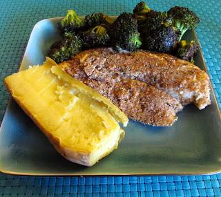 السمك البلطي والبروكلي والبطاطا الحلوة وجبة عشاء صحي