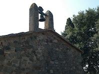 El campanar d'espadanya de la façana nord-oest de Sant Martí de Mata