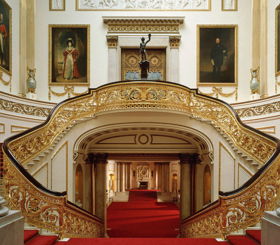 Fashiondella: Buckingham Palace To Stage Catwalk Show