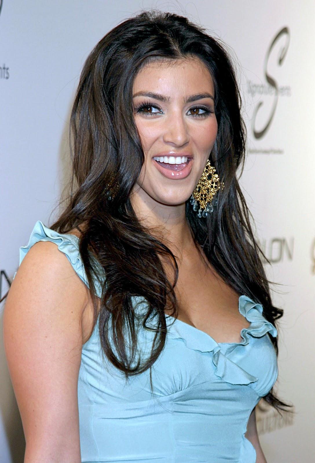 http://3.bp.blogspot.com/-S5sUlyfeD9c/TorXM5t_vPI/AAAAAAAAAeY/DmhfIWh--lc/s1600/Kim+Kardashian+smiling.jpg