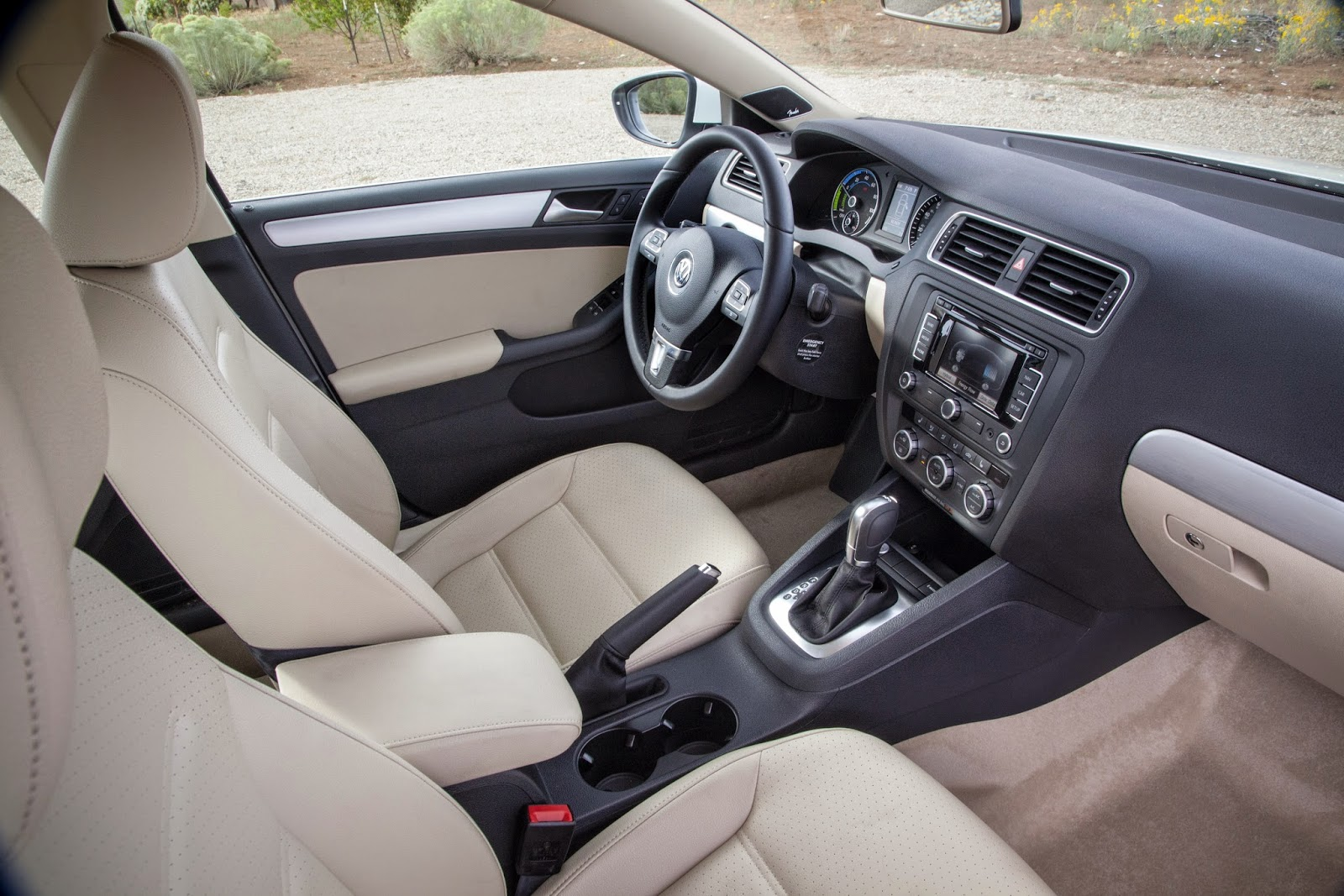 Interior view of 2015 Volkswagen Jetta Hybrid SEL