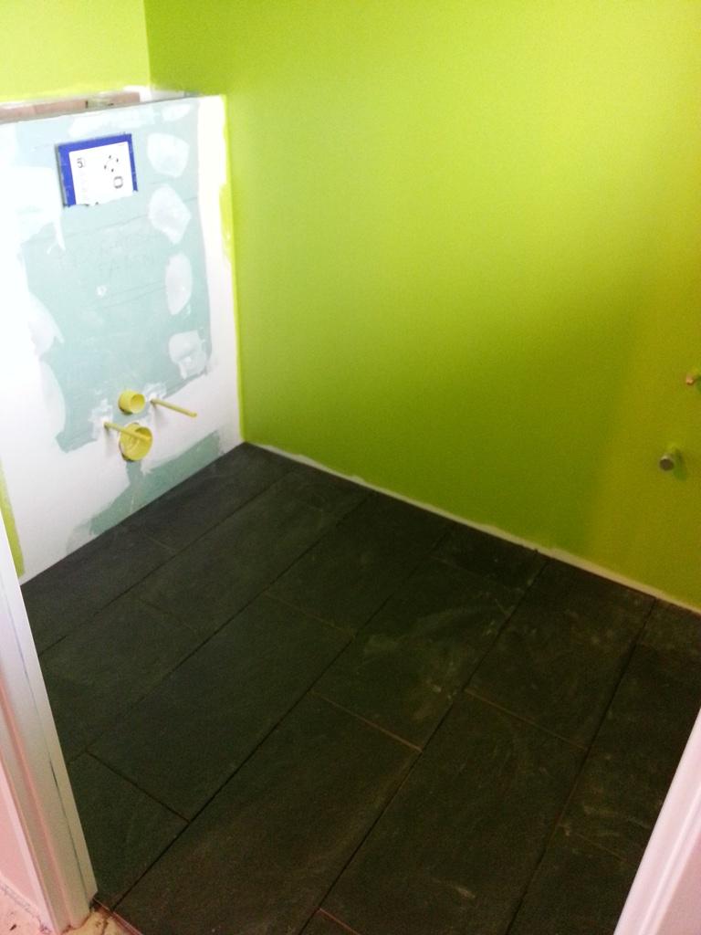 maison la campagne pose carrelage toilettes. Black Bedroom Furniture Sets. Home Design Ideas