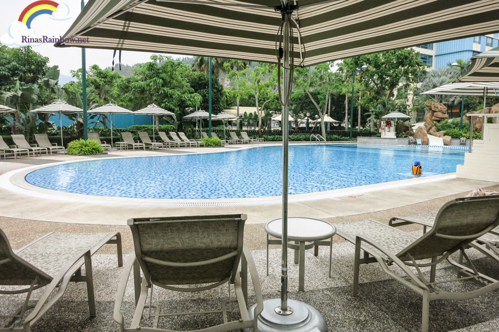 disneyland hollywood hotel pool