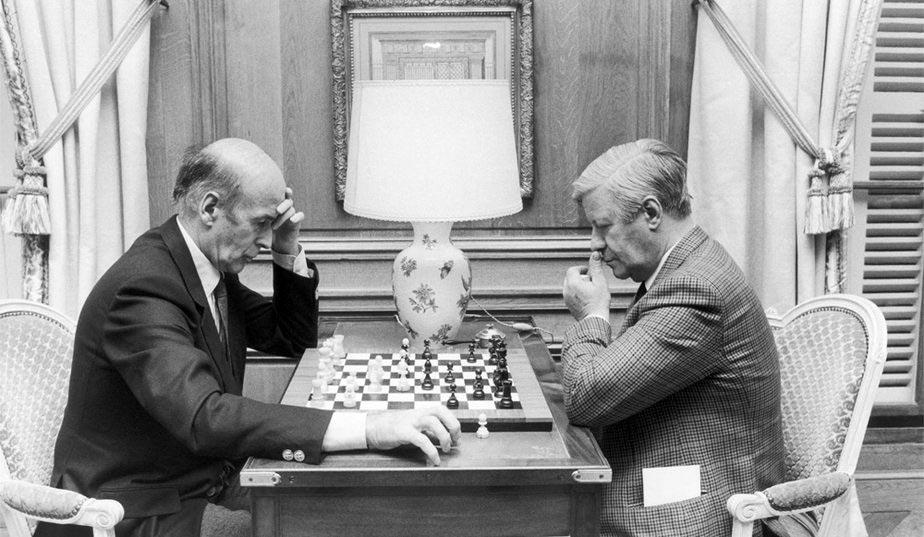 Partie d'échecs entre Valéry Giscard d'Estaing et le chancelier Helmut Schmidt © Chess & Strategy