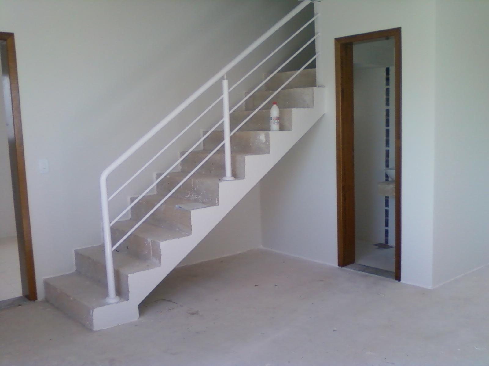 escada e lavabo que tal um armário embaixo dessa escada #5E4B3C 1600 1200