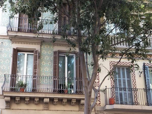 barcelone eixample balade carrer de valencia
