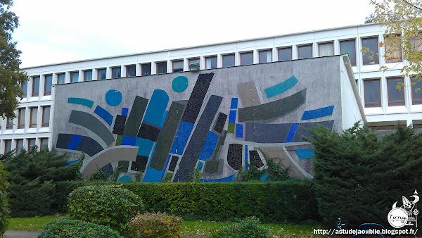 """Nantes - """"Naissance des signes"""" ou """"Signe non identifiés""""  Mur mosaïque - Bâtiment du Tertre - Université de Nantes  Artiste: Jorj Morin  Création: 1976"""