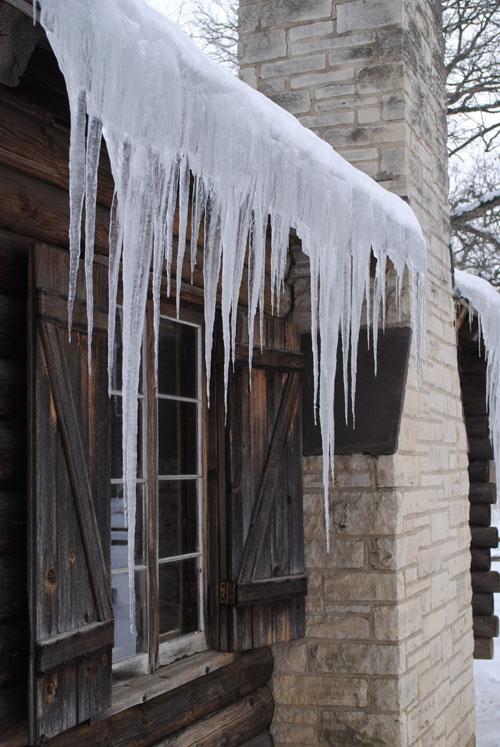 mega-icicles-polar-vortex-chicago