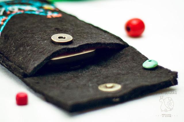 чехол для телефона из фетра в фольклорном стиле ручной работы на заказ