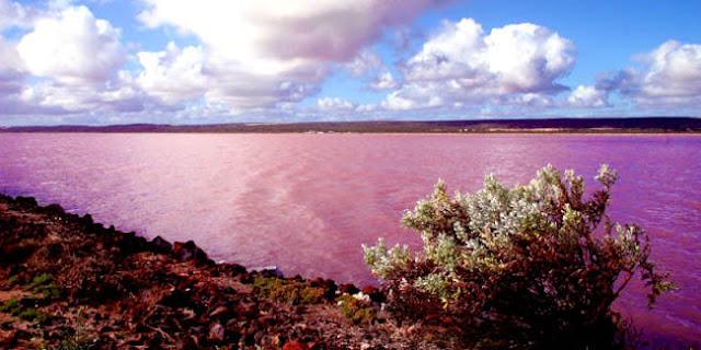 Keindahan Danau Hillier