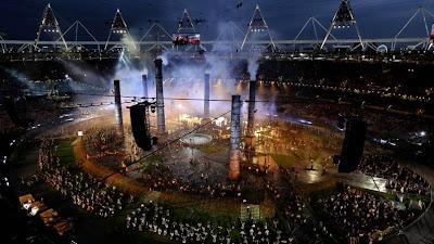 Recreación de la Revolución Industrial en la apertura de los Juegos