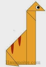 Bước 9: Vẽ mắt để hoàn thành cách xếp con khủng long cổ dài Brachiosaurus bằng giấy origami đơn giản.