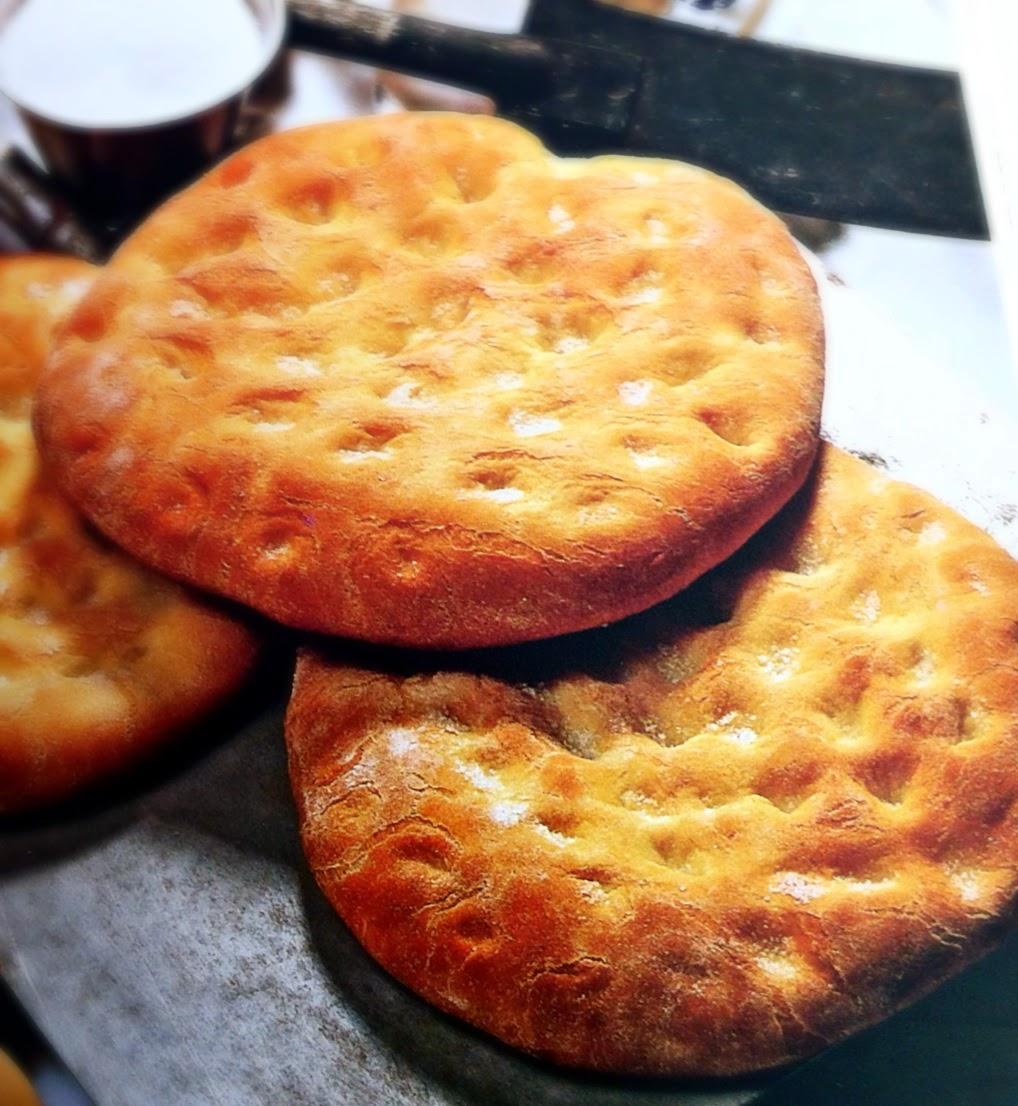 le ricette delle focacce dolci sono molto diffuse in piemonte soprattutto nellalessandrino mentre nella zona di susa le prime tracce di questa ricetta