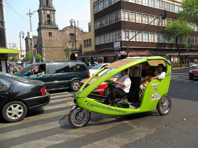 Bicitaxis são cada vez mais populares na Cidade do México