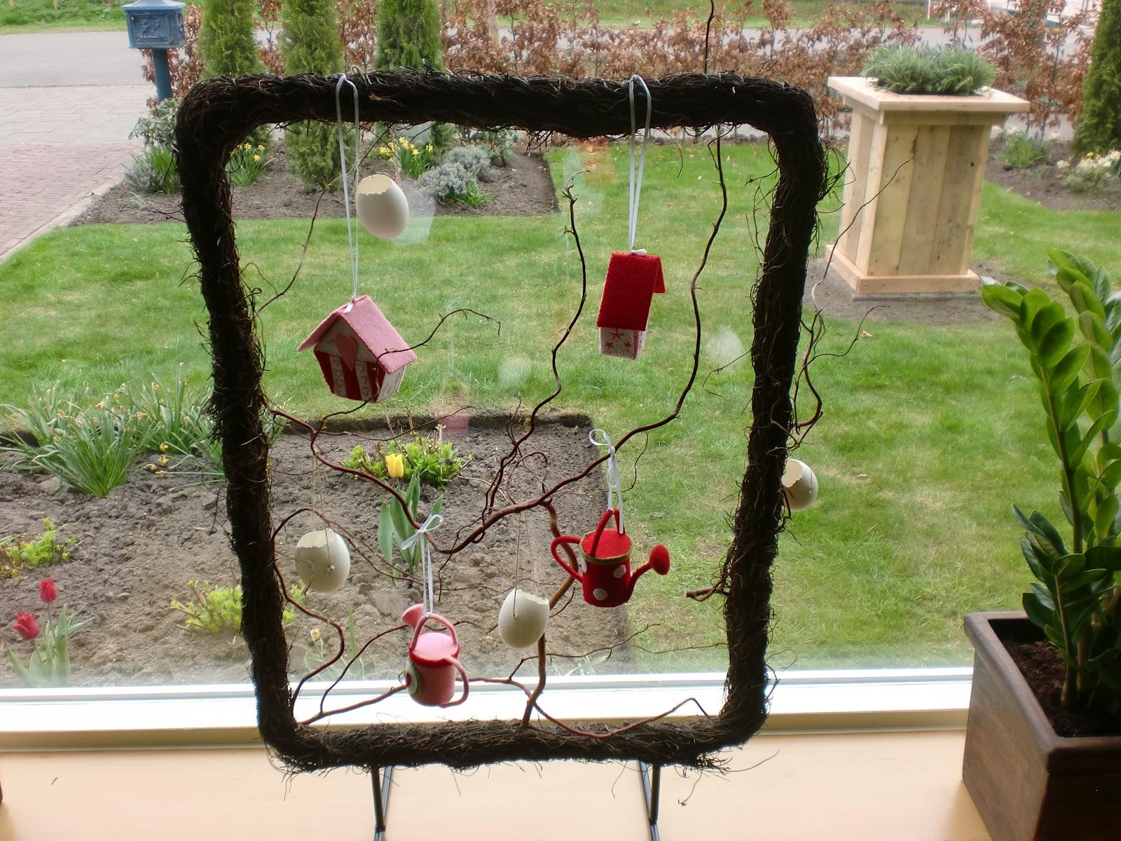 En zoals jullie op de foto zien staat er een houten for Houten decoratie voor raam