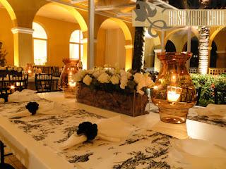 porta guardanapo flor cetim, caminho de mesa classico Toile de Jouy, casamento