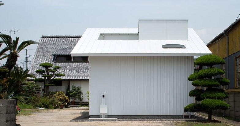 Ampliamento di una casa con cortile a kudamatsu in for Piani di una casa colonica avvolgono il portico