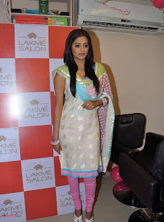 Priyamani Pictures in Salwar Kameez at Lakme Salon Launch at Secundrabad  0011