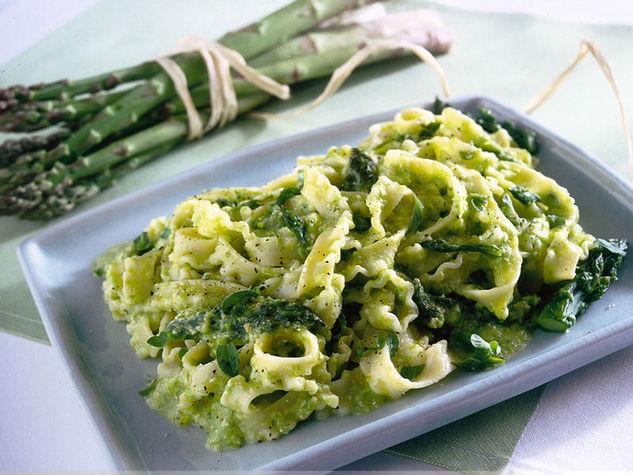 pasta con pesto di asparagi, ricette con asparagi