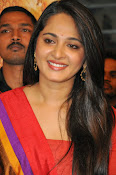 Anushka at rudramadevi trailer launch-thumbnail-15