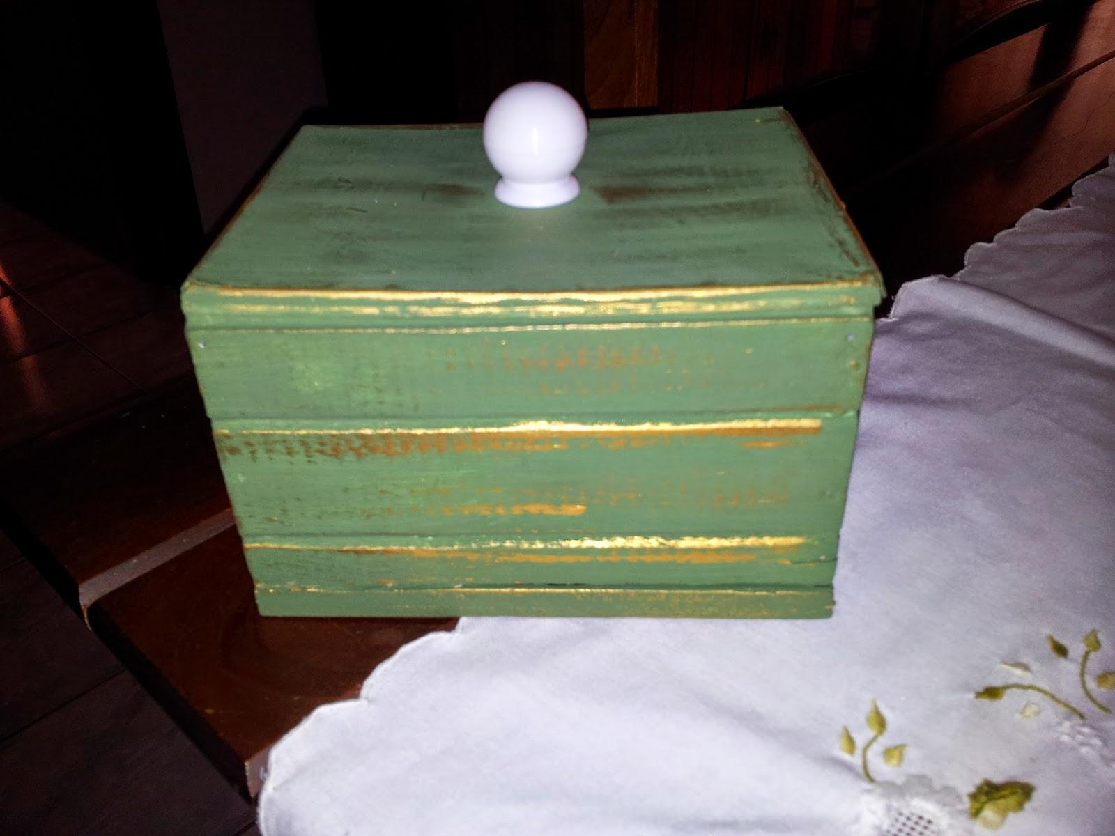 #948837  de tinta e pincéis de cavaletes de pintura e um cabide de madeira 1600x1200 px como reaproveitar caixas de madeira @ bernauer.info Móveis Antigos Novos E Usados Online