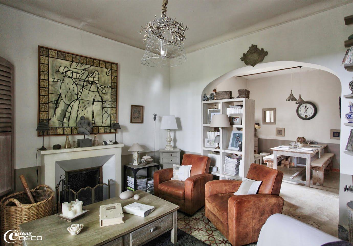 Le salon d'Elsa Peyremorte décoré avec des objets de la marque Un Esprit en Plus, chez Mannissa à l'Isle-sur-la-Sorgue