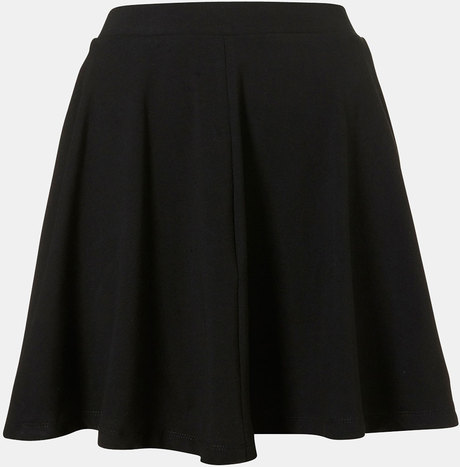 Opt for a black tube skirt with crop top and sneakers for a more laid-back style or dress it up with heels and button-up. Whatever you choose, our women's tube skirts keep you looking stylish day and night.