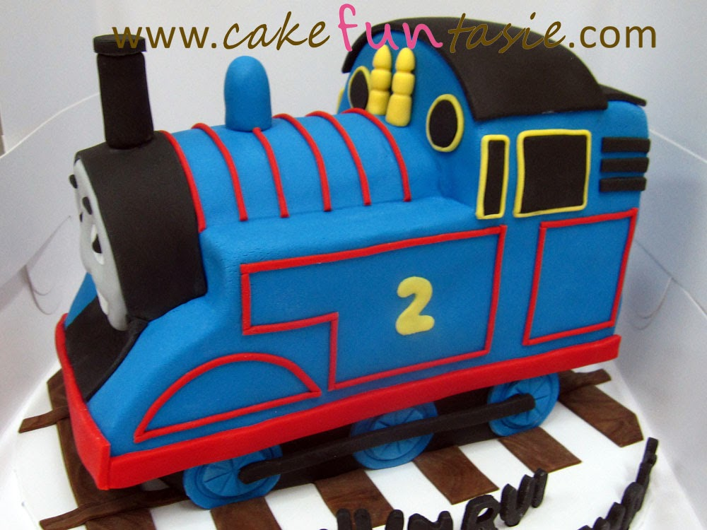 how to decorate a 3d train cake