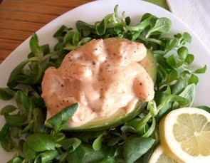 Code di gamberi e avocado in salsa di maionese alla pesca