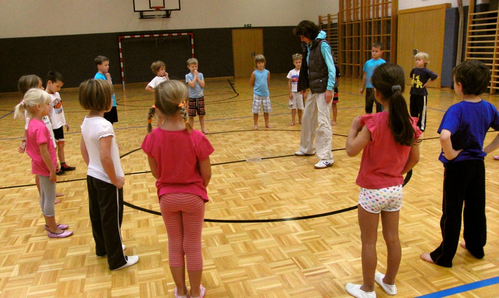 Vs steinhaus 1 klasse schuljahr 2012 13 turnen mit luftballons - Turnen mit kissen ...